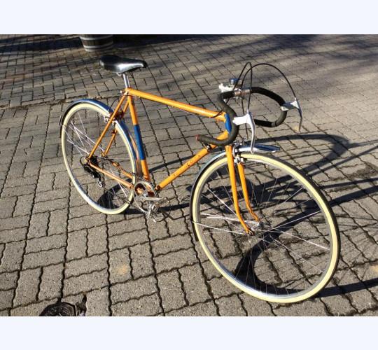 Beau vélo de route ancien orange remis en état