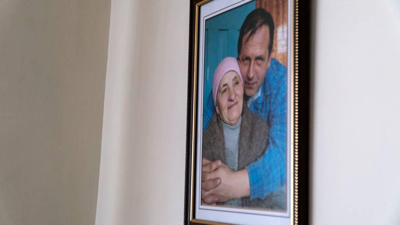 На фотографії у рамці — Володимир Балух із мамою Наталією, Серебрянка, Крим, 14 березня 2019 року