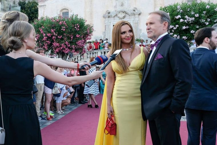 Віктор Медведчук з дружиною Оксаною Марченко на відкритті кінофестивалю в італійському місті Таорміні, 30 червня 2019 року