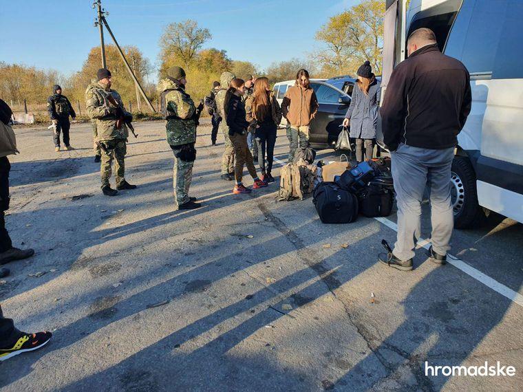 Учасники акції «Останній блокпост» у місті Кремінна, Луганська область, 9 жовтня 2019 року