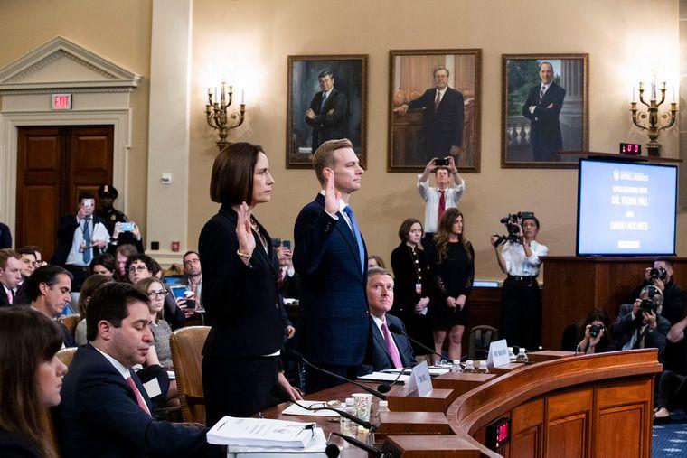 Ексдиректорка Ради національної безпеки США у справах Євразії та Росії Фіона Гілл (ліворуч) свідчить в Конгрессі США, 21 листопада 2019 року