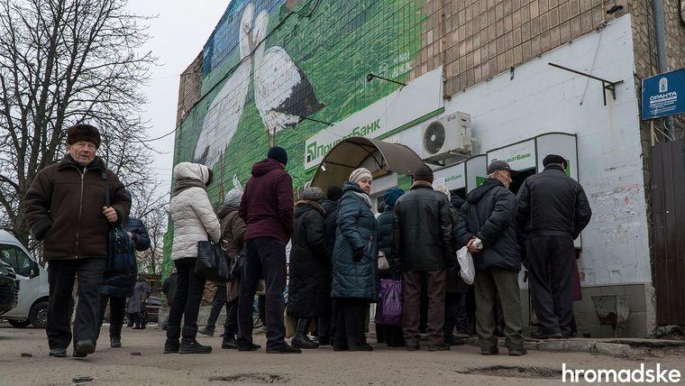 За роки війни у Станиці Луганській кількість банкоматів збільшилась з двох до чотирнадцяти, Луганська область, 27 листопада 2019 року
