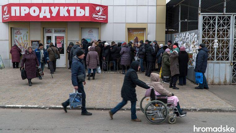 Дехто в Станиці займається дрібним бізнесом — возить товари «через кордон на продаж», Луганська область, 27 листопада 2019 року