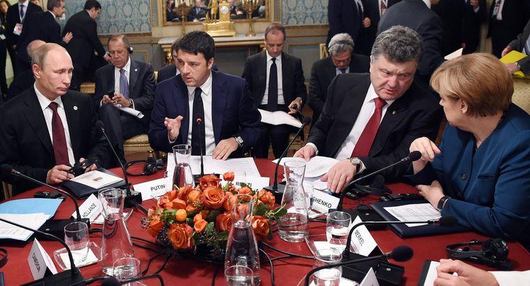 Президент Росії Володимир Путін, прем'єр Італії Маттео Рензі, президент України Петро Порошенко та канцлерка Німеччини Ангела Меркель, зустріч в Мілані, Італія, 17 жовтня 2014 року