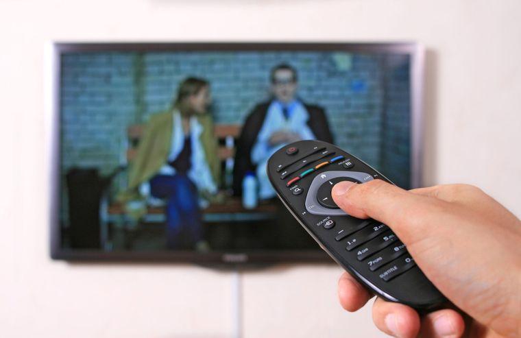 Через кодування супутникового сигналу з 28 січня 23 телеканали стануть платними. Медіагрупи закликають глядачів, що користуються супутником, купувати нові телевізійні тюнери