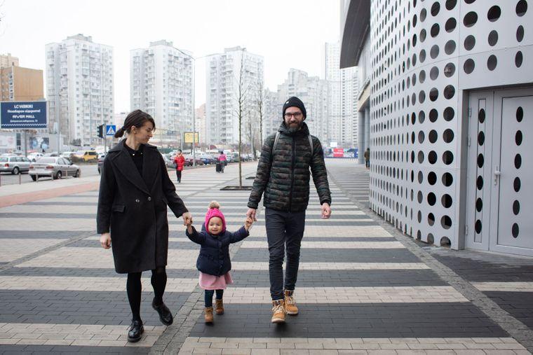 Карина Саварина с дочкой Машей и мужем Дмитрием, Киев, 16 января 2020 года