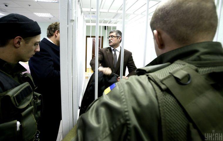 Обвинувачений ексголова СБУ Києва Олександр Щеголєв (в центрі) в Апеляційному суді, Київ, 10 грудня 2015 року