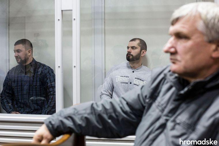 Обвинувачені, колишні «беркутівці» Олександр Маринченко (ліворуч) та Олег Янішевський на лаві підсудних Святошинського райсуду Києва, 14 листопада 2017 року