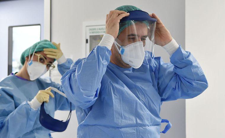 COVID-19: Кількість нових випадків захворювання знижується 3-й день поспіль