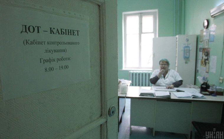 ДОТ-кабінет (кабінет контрольованого лікування) в будівлі територіального медичного об'єднання «Фтизіатрія» у Київській міській туберкульозній лікарні, архівне фото