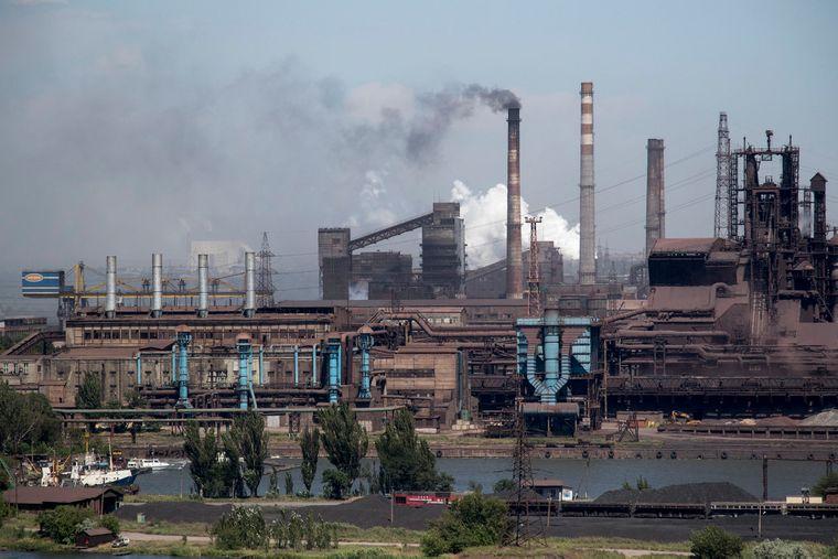 Загальний вигляд заводу «Азовсталь» у Маріуполі, Донецька область, 5 червня 2018 року. Українська економіка дуже залежить від попиту та пропозиції на товари українського експорту, в першу чергу металургії