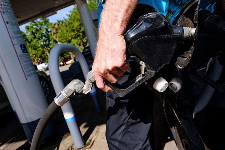 Снижение цен на бензин в Украине может быть не таким ощутимым, как цены на нефть
