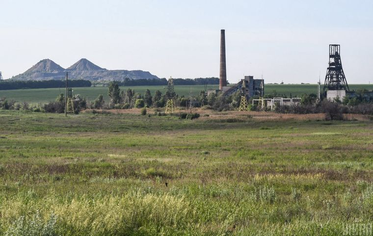 Шахта и терриконы в зоне ООС в Донецкой области, 3 июня 2019