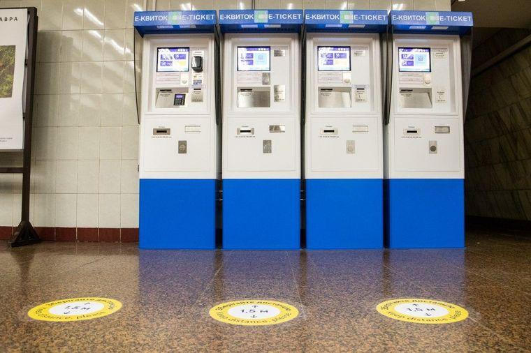 У київському метро зробили розмітку для соціального дистанціонування