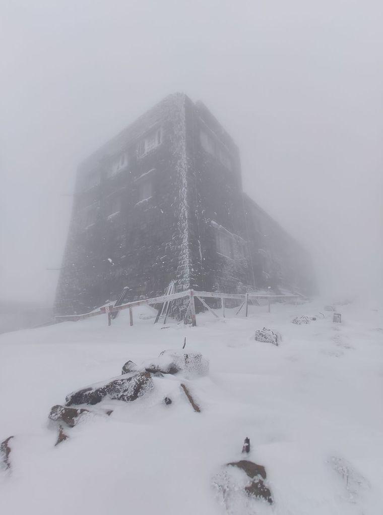 На горі Піп Іван Чорногірський у Карпатах випало близько 10-15 см снігу