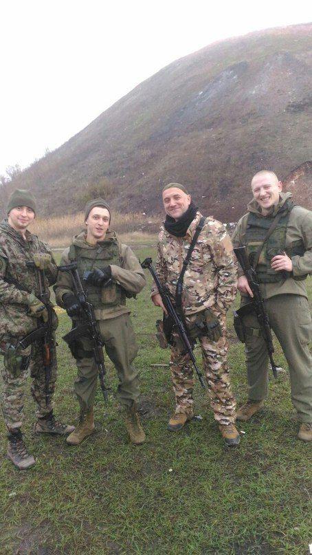 Олександр Шубін (крайній ліворуч), Захар Прилєпін (третій зліва)
