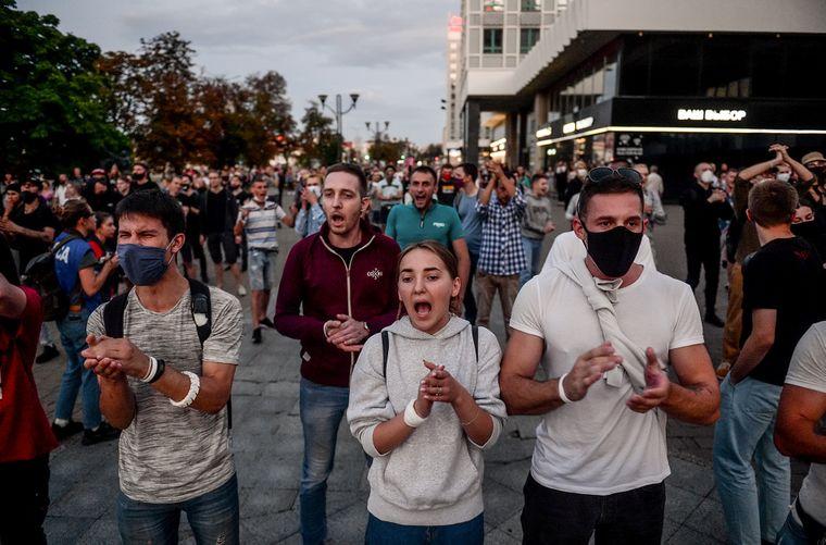 Люди беруть участь в антиурядових акціях протесту через день після оголошення попередніх результатів президентських виборів у Білорусі, Мінськ, 10 серпня 2020 року