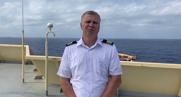 Капітан «Maersk Etienne», 38-річний Володимир Єрошкін, родом із Одеси, Україна