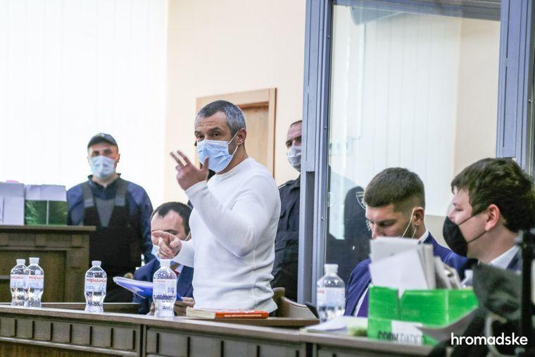 Обвиняемый Алексей Левин задает вопрос свидетелям по делу в Днепровском суде Киева, 8 октября 2020 года
