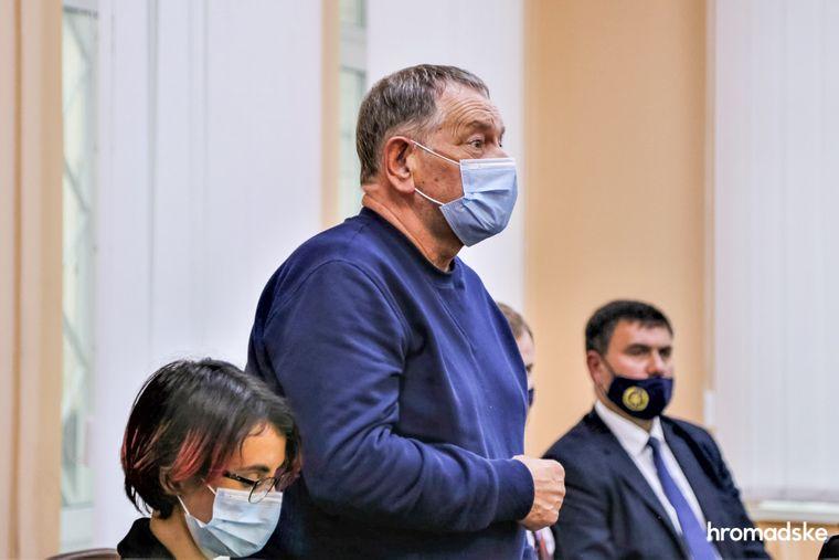 Виктор Гандзюк — отец Екатерины Гандзюк — в суде задает вопрос свидетелям, 8 октября 2020 года