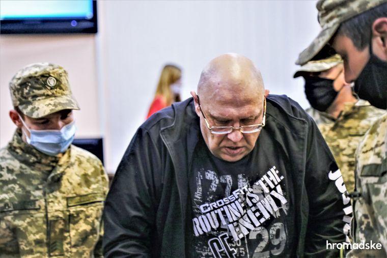 Свидетель по делу и обвиняемый в сокрытии преступления против Екатерины Гандзюк Игорь Павловский в Днепровском суде Киева после допроса, 8 октября 2020 года
