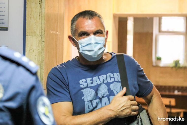 Свидетель по делу о нападении на Екатерину Гандзюк Павел Пилипенко в Днепровском суде Киева после допроса, 9 октября 2020 года