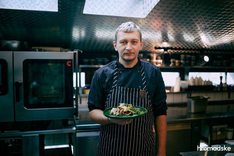 Шеф «Дуже високої кухні» Юрій Кошик із капустою, приготованою за особливим старим рецептом