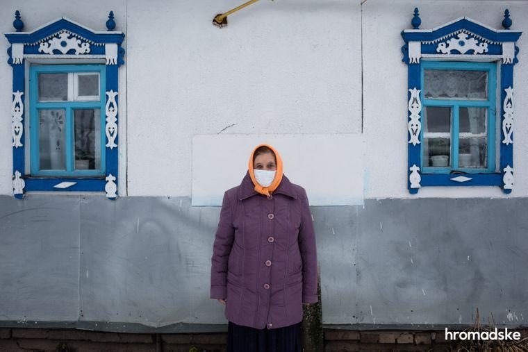 71-річна Валентина уже кілька тижнів хворіє на бронхопневмонію, але тест на коронавірус їй так і не робили.