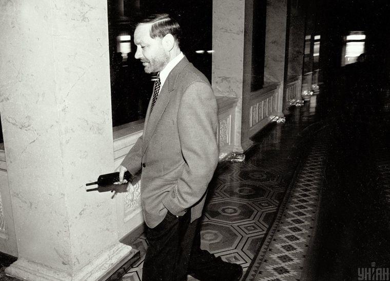 Народний депутат України і бізнесмен Євген Щербань у кулуарах Верховної Ради України, в Києві, 1994 рік.