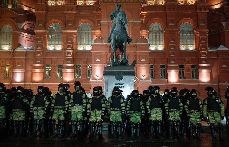 Військовослужбовці Російської національної гвардії збираються на Червоній площі, щоб запобігти мітингу протесту в Москві, Росія, 2 лютого 2021 року.