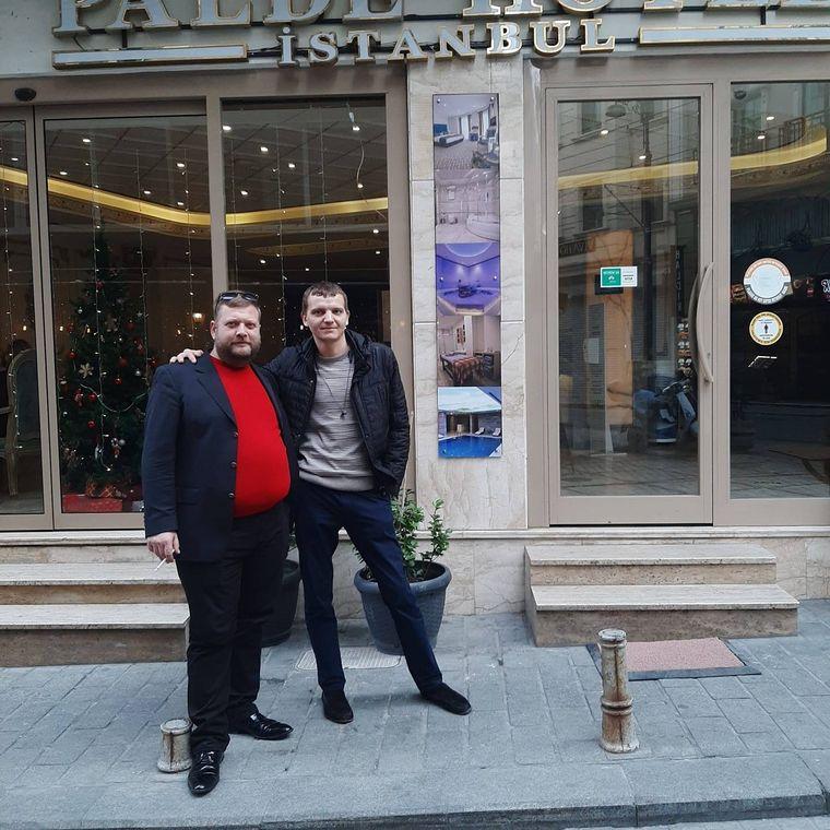 Роман Шабанов (ліворуч) та Віктор Шарій у Туреччині