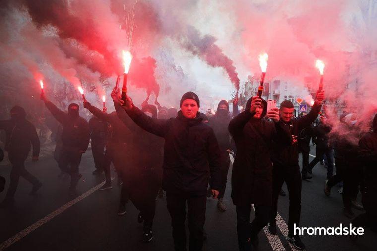 Участники акции в поддержку Сергея Стерненко