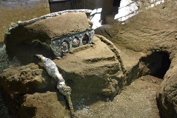 Стародавня колісниця у Помпеях