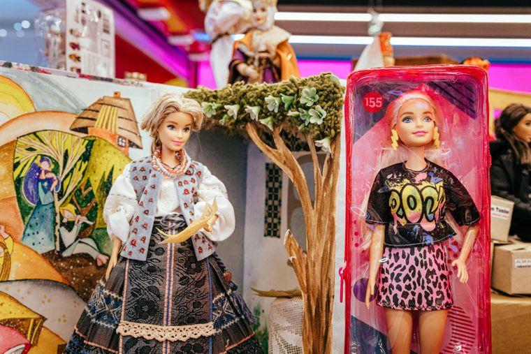 Образ Лесі Українки (зліва)