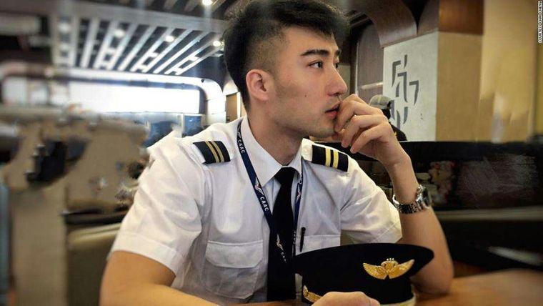29-річний Чай Чжен судиться з колишнім роботодавцем, який звільнив його після відео поцілунку з хлопцем