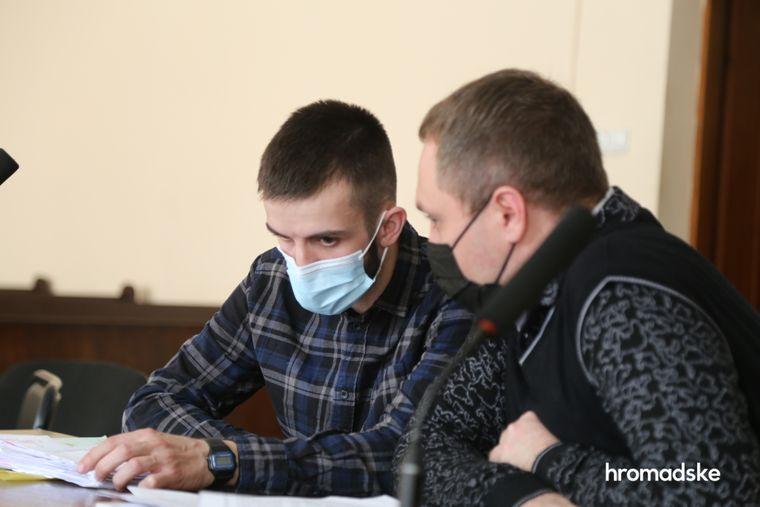 Підозрюваний у хуліганстві під час акції біля Офісу президента Давид Гаджимурадов у Печерському суді Києві, 1 квітня 2021 року
