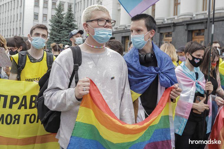 Акція протесту проти нападів радикалів на представників ЛГБТ+-спільноти й за посилення боротьби з дискримінацією в Україні. Київ, 5 червня 2021 року