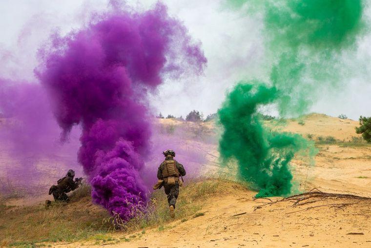 Американські морські піхотинці відпрацьовують димове маскування під час навчань «Сі Бриз — 2021»
