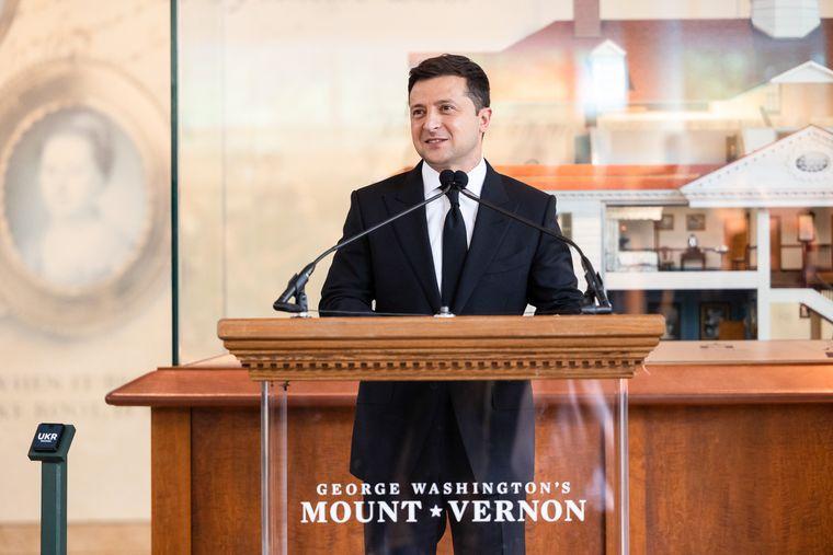 Президент України Володимир Зеленський виступає з промовою в Маунт-Верноні — садибі першого президента США Джорджа Вашингтона