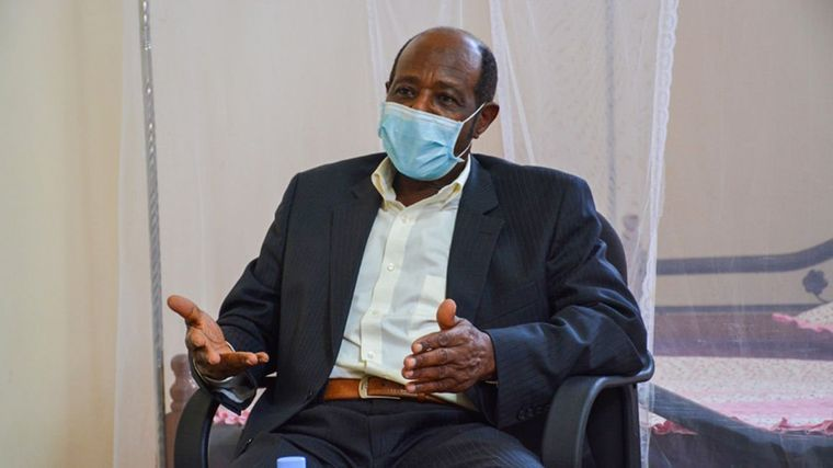 Пол Русесабаджін дає інтерв'ю журналістам кенійського видання The East Nation через кілька днів після затримання і звинувачення в тероризмі та вбивстві людей