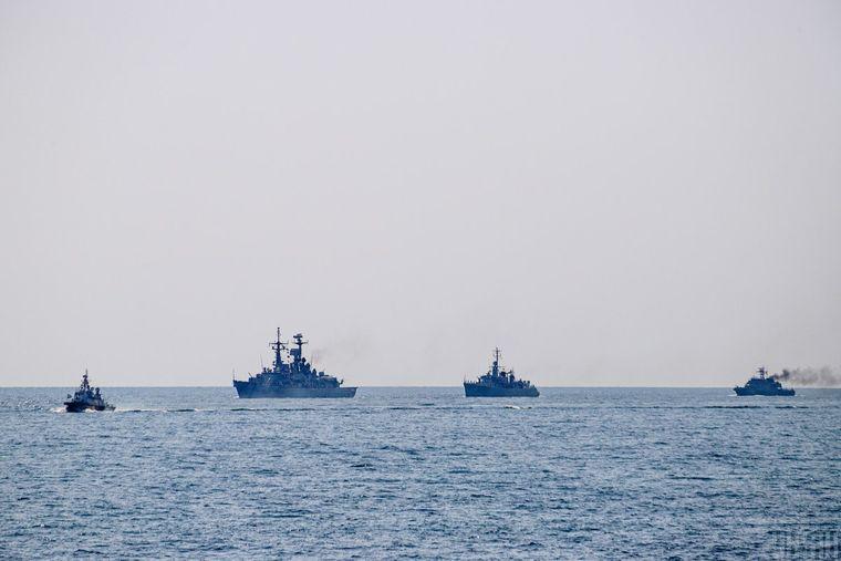 Український флот бере участь у військово-морському параді на честь 30-річчя Незалежності України, Одеса, 24 серпня 2021 року