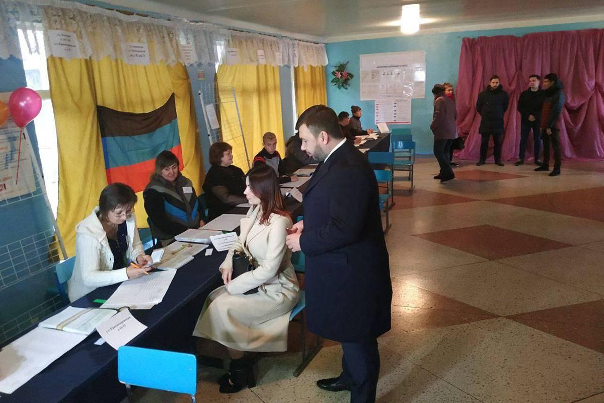 На окупованій Донеччині «обиратимуть» Дениса Пушиліна (на фото в центрі), решта «кандидатів» суто декоративні, Донецьк, 11 листопада 2018 року