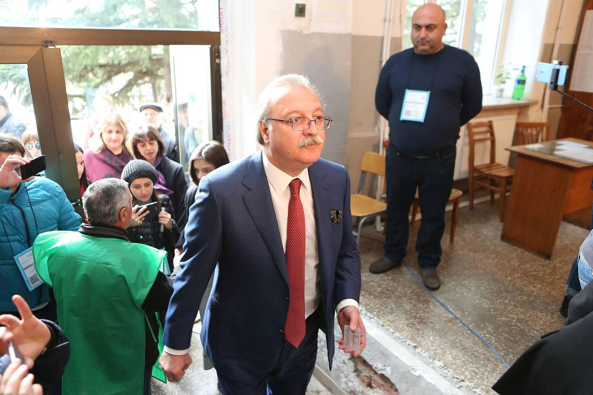 Опозиційний кандидат Грігол Вашадзе на виборчій дільниці в Кутаїсі, Грузія, 28 листопада 2018 року. У Грузії відбувся другий тур президентських виборів