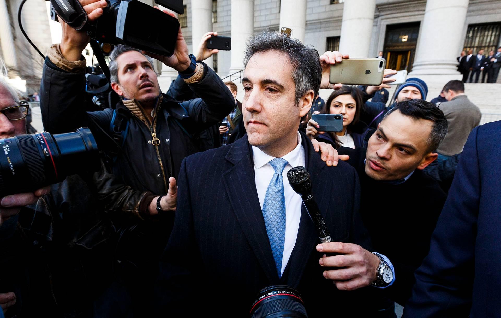 Бывший адвокат Трампа Майкл Коэн в окружении журналистов у федерального суда в Нью-Йорке, США, 29 ноября 2018