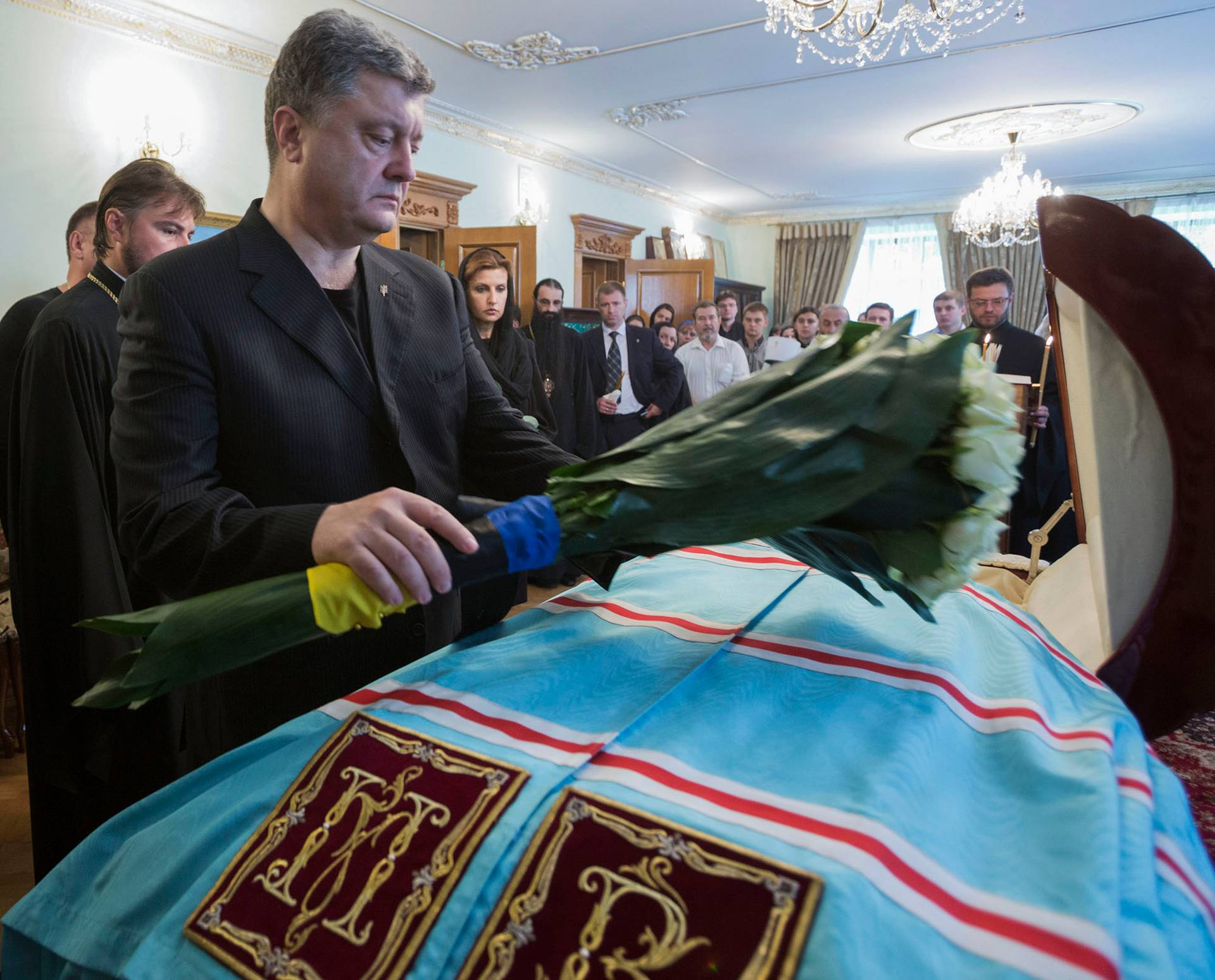 Петро Порошенко під час церемонії прощання із митрополитов УПЦ МП Володимиром (Сабоданом), 5 липня 2018 року