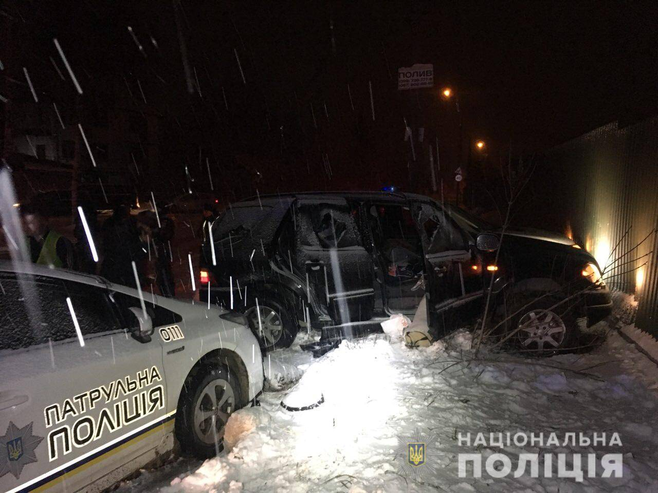 У Рівному поліція понад годину вела погоню за позашляховиком, водій якого таранив поліцейські авто