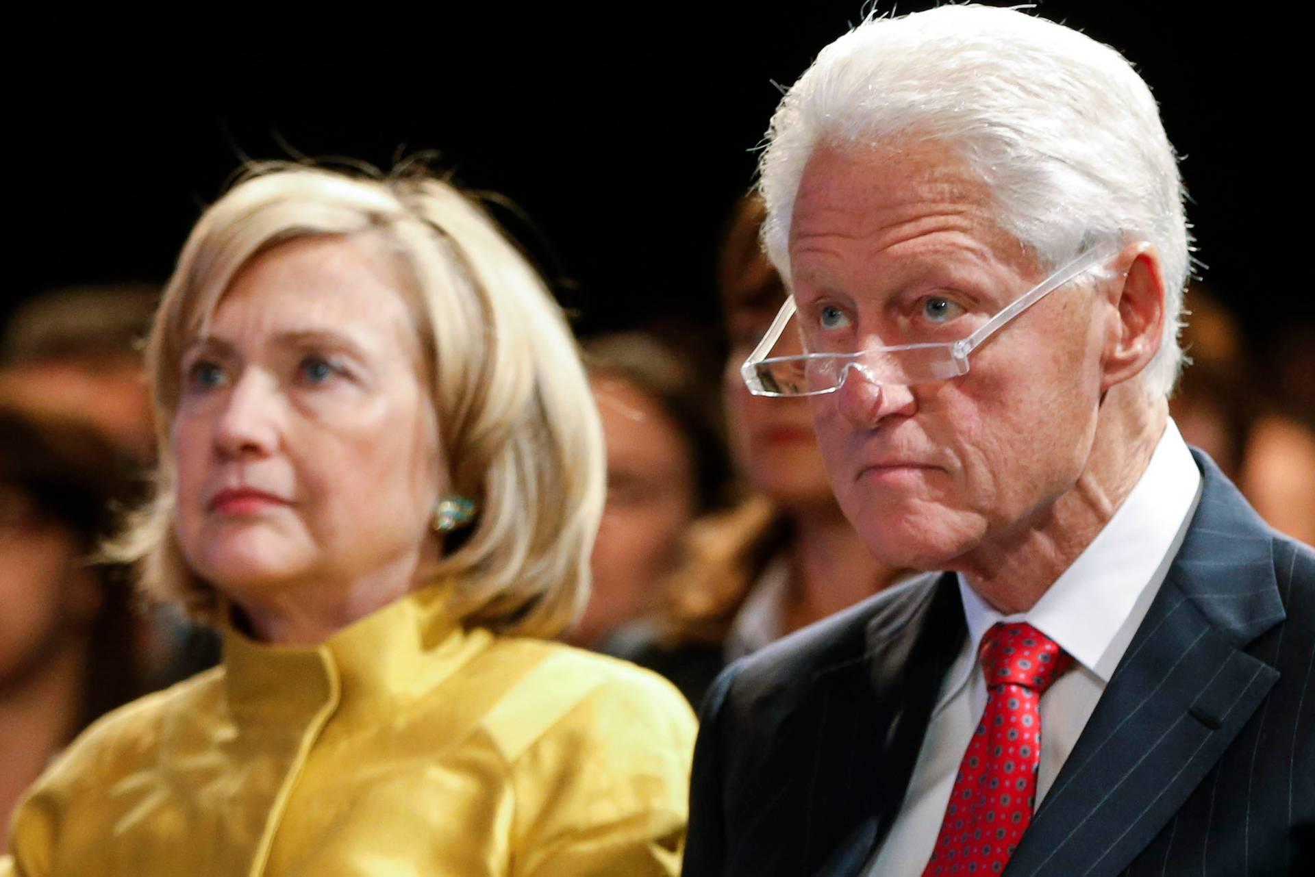 Колишній президент США Білл Клінтон (праворуч) із дружиною, колишньою держсекретаркою США та кандидаткою на посаду президента Гілларі Клінтон на фонду Клінтонів у Нью-Йорку, США, 24 вересня 2014 року