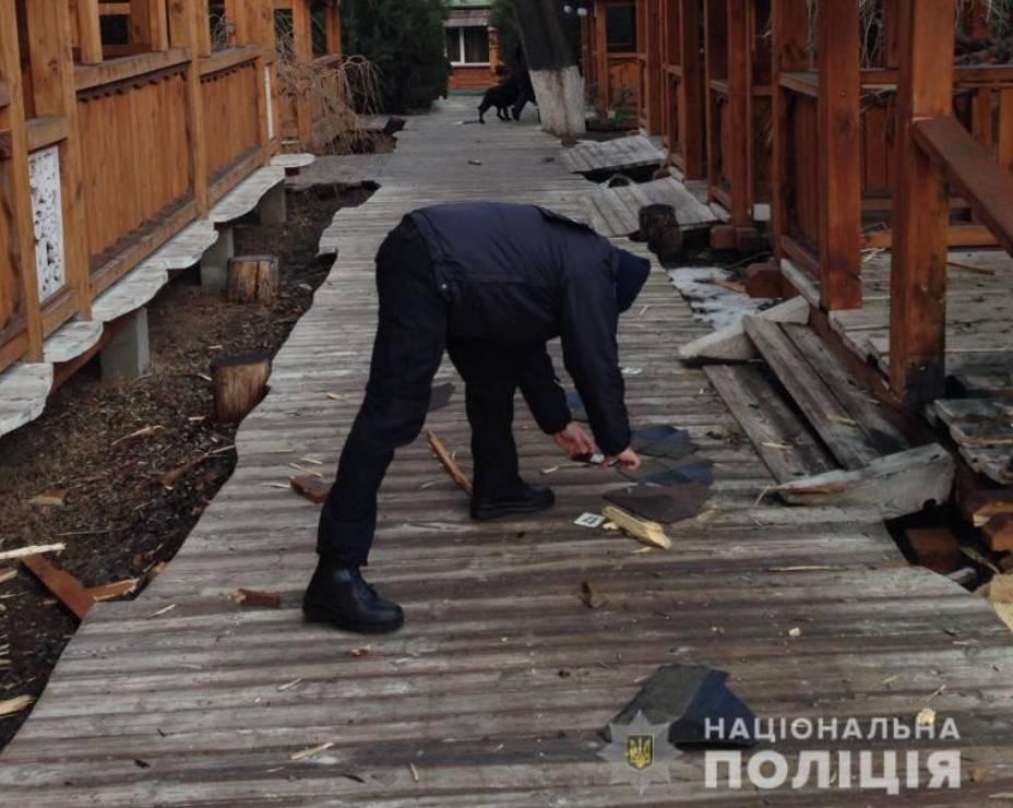 Поліція обстежує місце вибуху в Одесі
