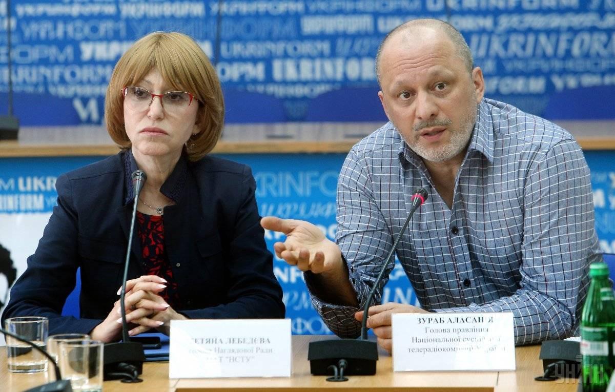 Голова Наглядової ради НСТУ Тетяна Лебедєва (ліворуч) та очільник Суспільного телебачення Зураб Аласанія, Київ, 4 травня 2017 року