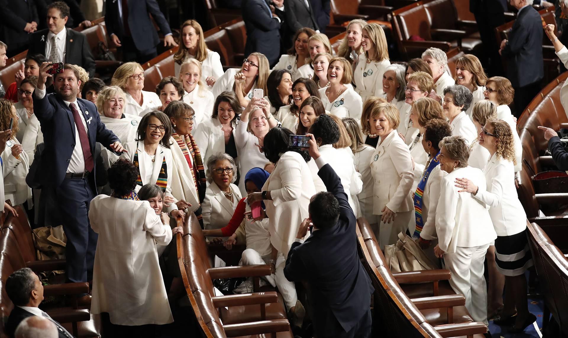 Конгресменки від Демократичної партії прийшли у білому одязі — символічному кольорі руху суфражисток, Вашингтон, США, 5 лютого 2019 року